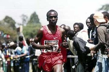 Eliud Kipchoge in full flow in the 2004 Kenyan XC champs (Njenga)
