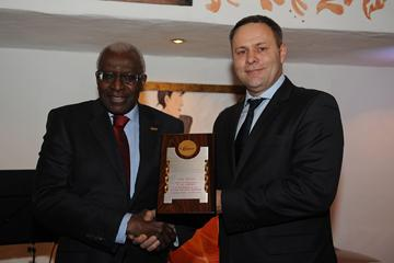 IAAF President Lamine Diack presenting Mayor of Bydgoszcz Rafal Bruski with an IAAF Honorary Plaque at the IAAF Dinner at the 40th (Getty Images)