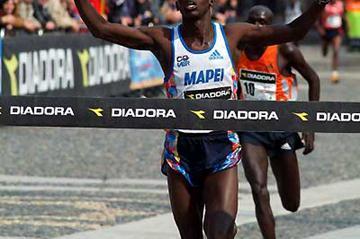 Paul Kimayo Kimugul wins 2006 Golden Shoe 8km (Lorenzo Sampaolo)