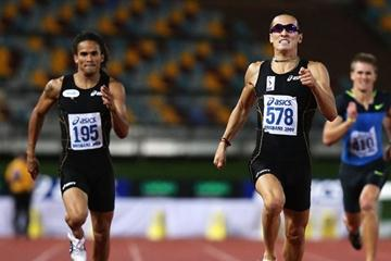 Sean Wroe (r) takes the Aussie title with a 45.07 PB in Brisbane (Getty Images)