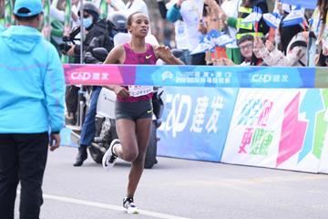 Worknesh Edesa winning at the 2016 Xiamen Marathon (organisers)