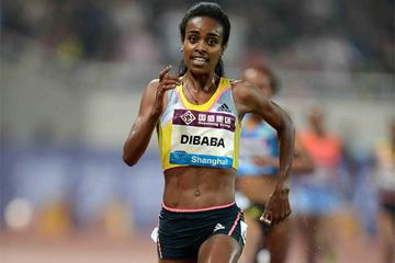 Genzebe Dibaba leads the 5000m at the Shanghai Diamond League (Jiro Mochizuki)