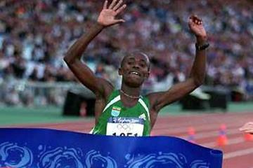 Gezahegne Abera (ETH) wins the 2000 Olympic Games marathon title (Getty Images)