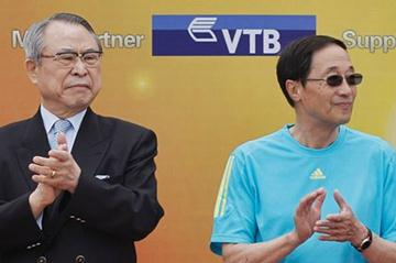 IAAF Council Member Jun-Ki Park and IAAF Honorary life Vice President Dapeng Lou at the '100 Kids - 100 metres - 100 years' event in Beijing Olympic Park to celebrate the year of the IAAF Centenary (Getty Images)