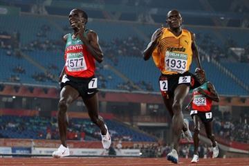 Moses Kipsiro of Uganda outsprints Kenya's Eliud Kipchoge to win the Commonwealth Games 5000m in New Delhi (Getty Images)