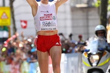 Victor Rothlin taking the 2010 European Marathon title in Barcelona (/ Bongarts)