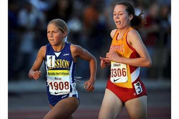 Jordan Hasay duels in the 3200m in Arcadia (Kirby Lee)