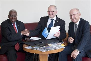 (l to r) IAAF President Lamine Diack, Sir Philip Craven, President of the IPC, and Special Adviser to the United Nations Secretary-General on Sport for Development, Wilfried Lemke during the International Forum on Sport, Peace and Development in Geneva (Antoine Tardy, UNOSDP)