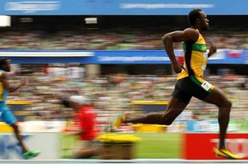 Usain Bolt cruises through the opening round of the men's 200m (Getty Images)
