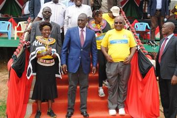 Tegla Loroupe with Kenyan deputy president William Ruto and chairman of National Cohesion and Integration Commission Francis Ole Kaparo (TLPF)