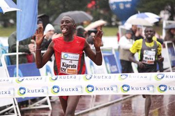 Conseslus Kipruto wins at Elgoibar (Alfambra Fundación ANOC)