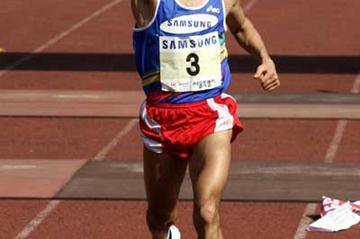 South Korea's Lee Bong-Ju  wins the 78th Dong-A Marathon Seoul International Marathon (AFP / Getty Images)