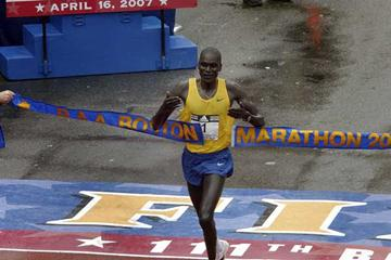 Robert Kipkoech Cheruiyot defends his title at the 111th Boston Marathon (Getty Images)