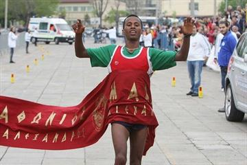 Mehari Gebre Baraki winning the Alexander The Great Marathon in Thessaloniki (organisers)