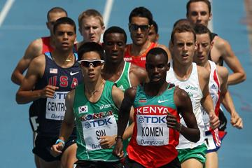 Daniel Kipchirchir Komen en route to victory in the 1500m heats in Daegu (Getty Images)