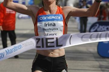 Irina Timofeyeva takes the 2008 Hamburg Marathon in 2:24:14 (Getty Images)