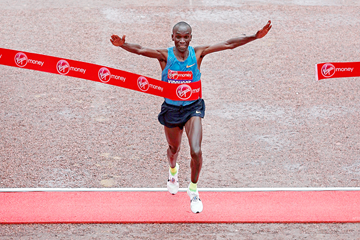 Eliud Kipchoge wins the London Marathon (Getty Images)