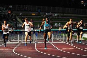 David Oliver wins the 110m hurdles in Sydney (Getty Images)