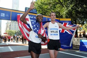 Nick Willis (R) narrowly beat Bernard Lagat (L) at the Continental Airlines Fifth Avenue Mile in a time of 3:50.5 on Sept. 21, 2008. (NYRR)
