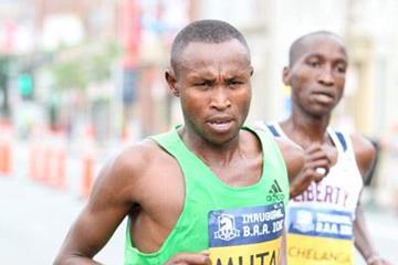 Geoffrey Mutai on the way to his 27:19 win in Boston (Victah Sailer)