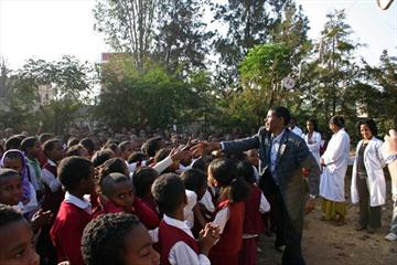 Haile Gebrselassie at a primary school in Bahir Dar which he founded (VCM / Andreas Maier)