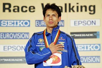 Jefferson Perez of Ecuador celebrates winning the 20km world race walking cup (Getty Images)