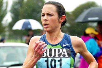 Running through the rain, Jo Pavey en route to victory at the Great South Run (Mark Shearman)
