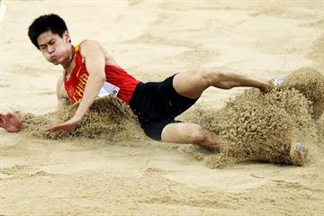 Yu Zhenwei of China at the 2010 World Indoor Championships (Getty Images)