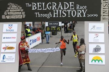 Boniface Kirui of Kenya just beats  compatriot Joseph Kiptoo to the tape in 2009 Belgrade Race Through History (c)