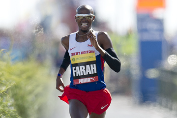 British distance runner Mo Farah on his way to victory (AFP / Getty Images)