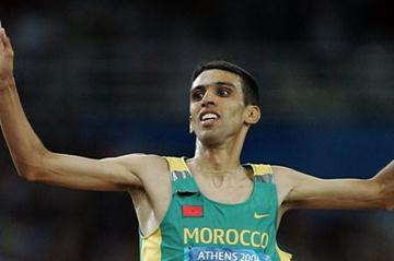 Hicham El Guerrouj after his 5000m triumph at the 2004 Olympics, his second gold medal of the Athens Games (Getty Images)