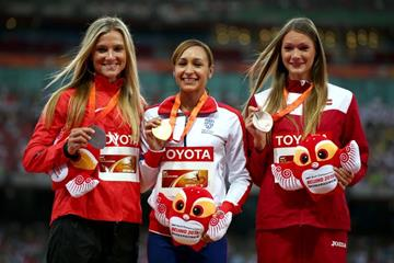 Heptathlon medallists Jessica Ennis-Hill (centre), Brianne Theisen-Eaton (left) and Laura Ikauniece-Admidina (right) at the IAAF World Championships, Beijing 2015 (Getty Images)