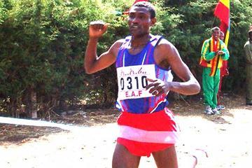 Dejene Berhanu wins the senior 4km at the 2005 Jan Meda Cross Country (Nahom Tesfaye)