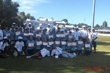 'Athletics at School' Oceania Pilot Project - 13 May - participants with diplomas (IAAF.org)
