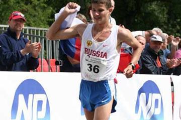 Vladimir Kanaykin wins the 2007 European Cup of Race Walking (Tim Watt)