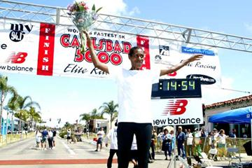 Berhane Adere on the victory podium in Carlsbad (Victah Sailer)