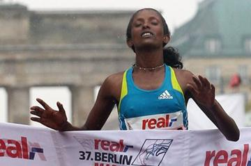 Aberu Kebede winning in Berlin 2010 (Getty Images)