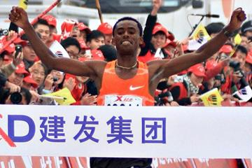 Feyisa Lilesa takes his second marathon win in as many tries, this time in Xaimen (Sasa Kralj/Jiwafoto)