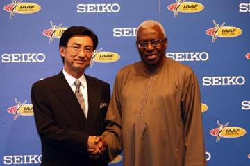 Lamine Diack (r) IAAF President and Mr. Shinji Hattori (l) Executive Vice-President of Seiko pose after agreeing a four year sponsorship during the IAAF Congress Press Conference at the Estrel hotel on August 13, 2009 in Berlin, Germany (Getty Images)