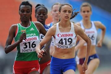 Anita Hinriksdottir and Dureti Edao in the girls 800m semifinal at the IAAF World Youth Championships 2013 (Getty Images)