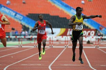 Marvin Manley wins the 400m hurdles at the IAAF World Youth Championships 2013 (Getty Images)