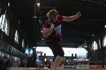 Nadezhda Ostapchuk clinches the 2010 Diamond Race Trophy in the Shot put at Zurich's main train station (Getty Images)
