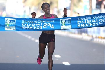 Mulu Seboka winning at the 2014 Standard Chartered Dubai Marathon (Organisers / Giancarlo Colombo)