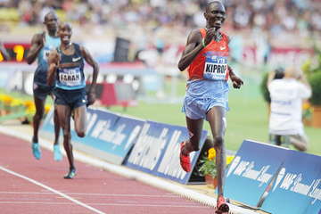 Asbel Kiprop wins the 1500m from Mo Farah at the IAAF Diamond League meeting in Monaco (Getty Images)