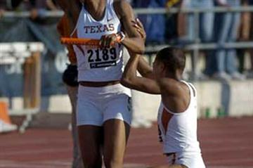 Sanya Richards celebrates anchoring home the Texas team (Kirby Lee)