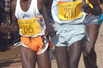 Moses Kigen (left) battles with Barnabas Kosgei (right) - Wareng Road Race 31/10/04 (Macharia)