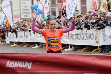 Albina Mayorova wins the Siberian International Marathon (Organisers)