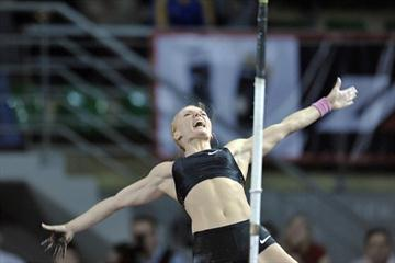 Anna Rogowska of Poland celebrates winning at the 2011 Budgoszcz Indoor Meet (Adam Nurkiewicz / Mediasport)