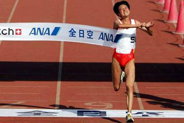 Sun Yingjie wins 2005 Beijing Marathon (Getty Images)
