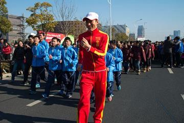 Olympic champion Chen Ding leads a group of 2000 school schildren around the streets of Taicang (Organisers)